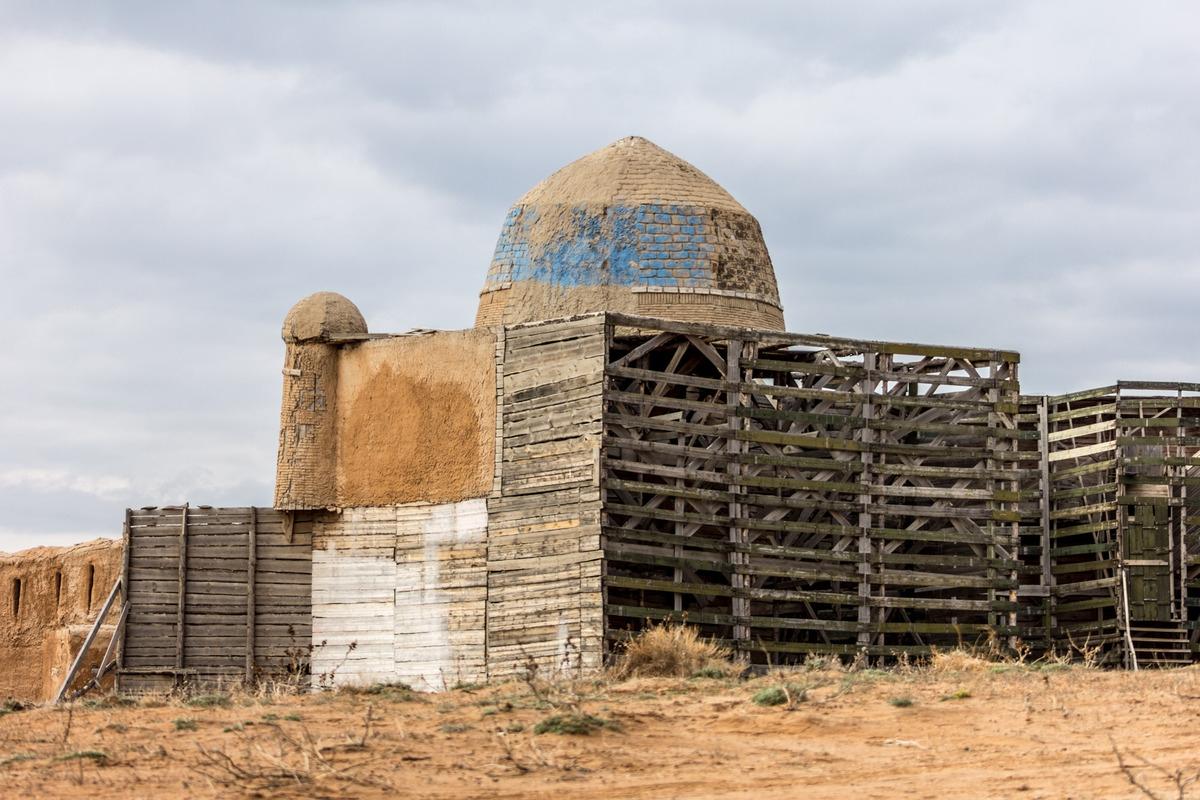 Чем живет заброшенный киногород Сарай-Бату в Астраханской области