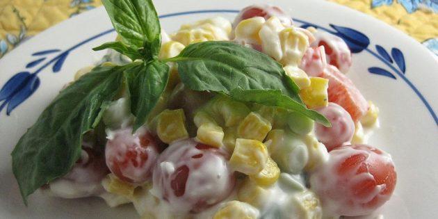 Рецепты: Салат с кукурузой, помидорами, перцем и пармезановой заправкой