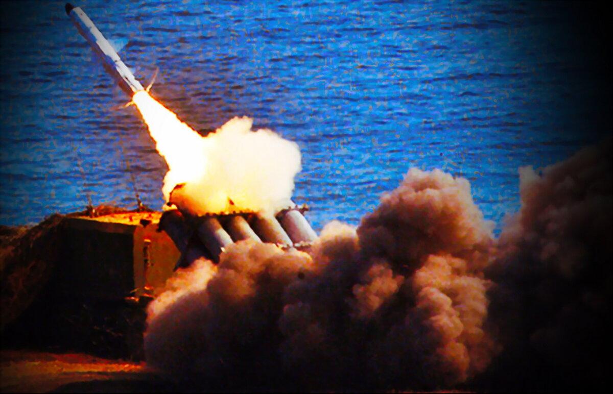 """Пуск ракеты берегового ракетного комплекса """"Бал"""". Фото из свободных источников"""