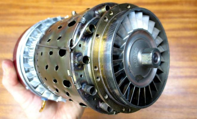 Реактивный двигатель размером с бутылку: мастер собрал в гараже и запустил микрореактивный двигатель,наука,Пространство,Техника,физика
