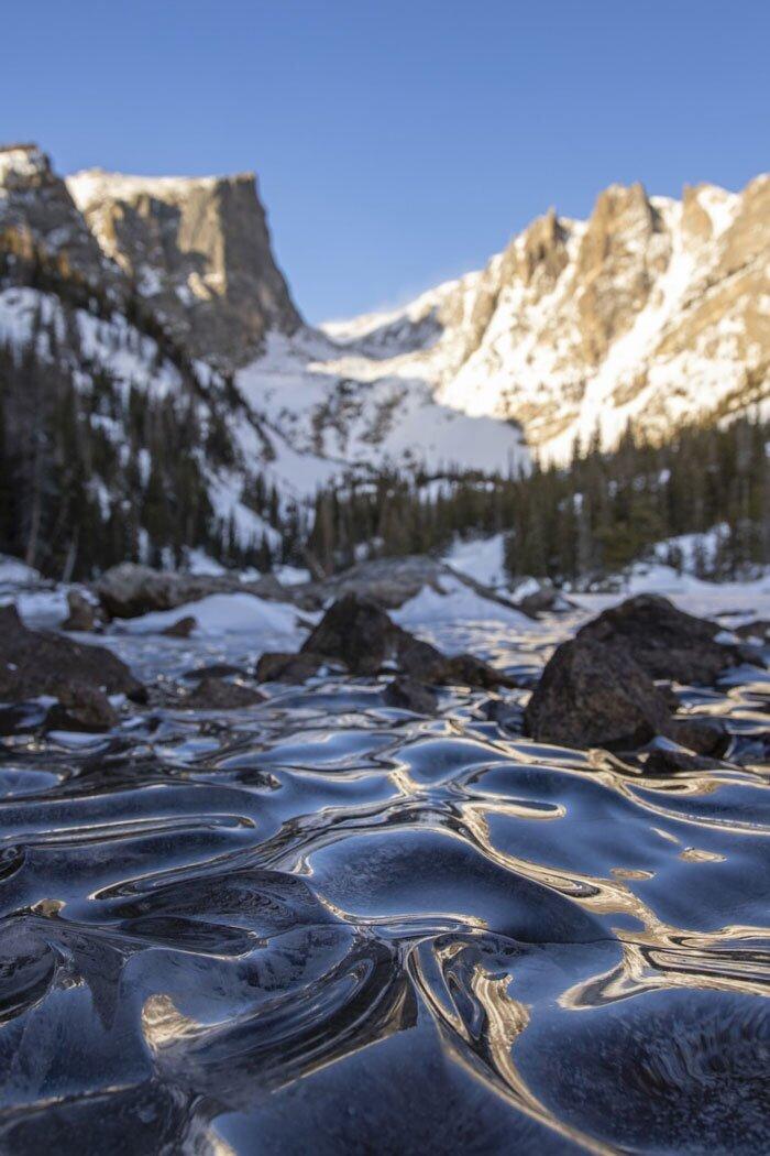 Уникальное явление природы на озере в Колорадо
