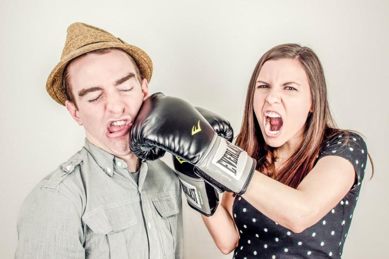 Мое знакомство с будущей женой началось с погони и драки