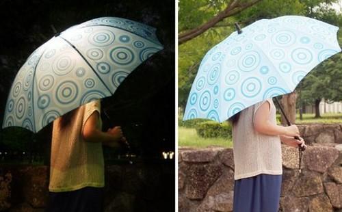 Зонтик с подсветкой покажет сухую дорогу в дождливую погоду