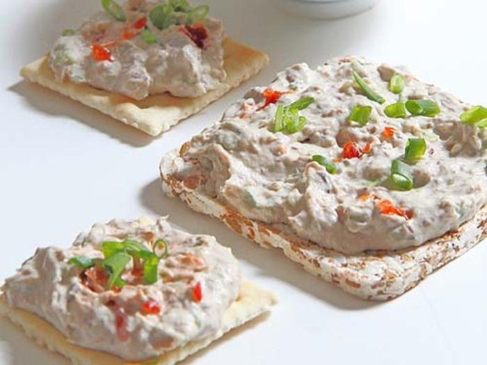 Намазка с консервированными сардинами.