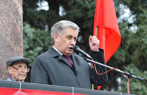 Коммунисты раздолбали Медведева в Госдуме