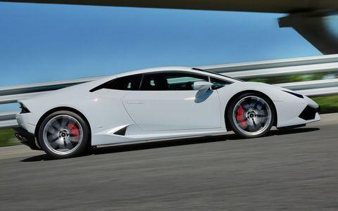 Мажорка на Lamborghini прокатилась в тоннеле со скоростью 300 км/ч