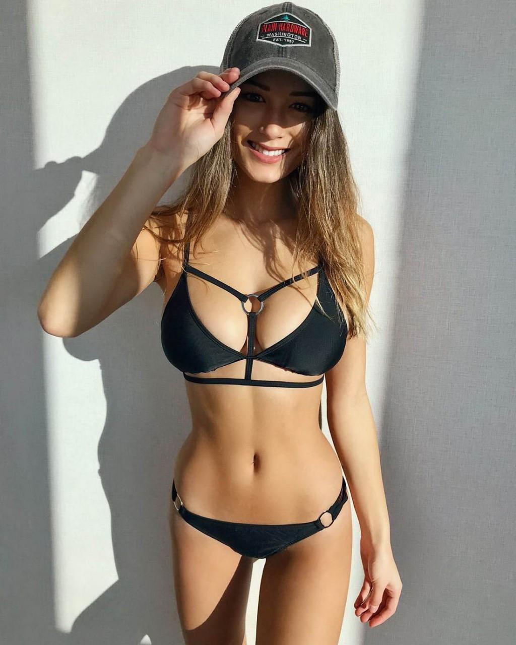 bikini-i-belaya-kepka-foto-porno