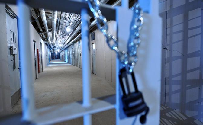 Российские тюрьмы: Зэков охраняют матерые преступники