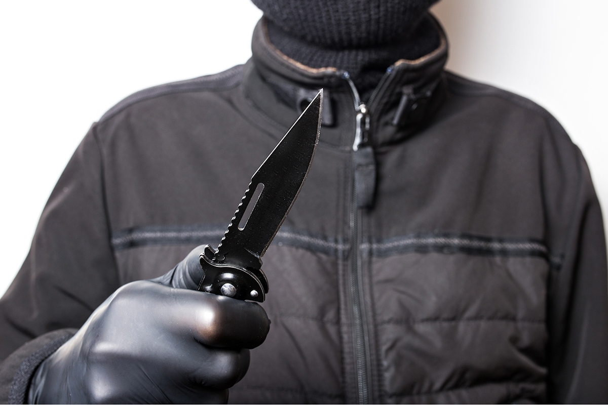 В Париже полицейские задержали ещё одного мужчину с ножами