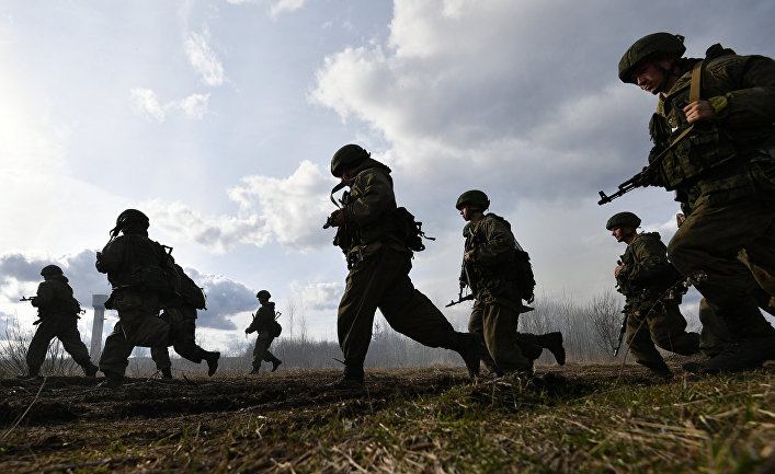 Репортаж о том, как российские вооруженные силы перемещаются по миру