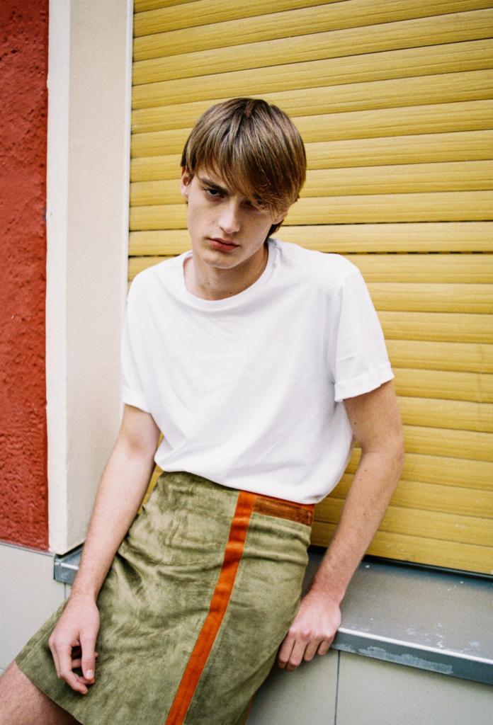 Почему бы мужчинам не носить юбки: новый тренд в мужской моде