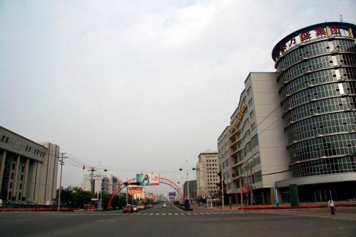 Огромный «город-призрак», в котором есть всё, кроме жителей