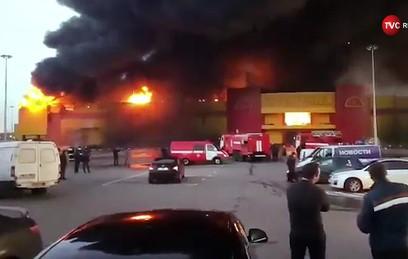 """Пожар в ТЦ """"Синдика"""" спровоцировал многокилометровые пробки на МКАД"""