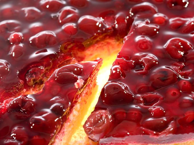 Не останется ни кусочка: чизкейк с фруктами под вишневым соусом
