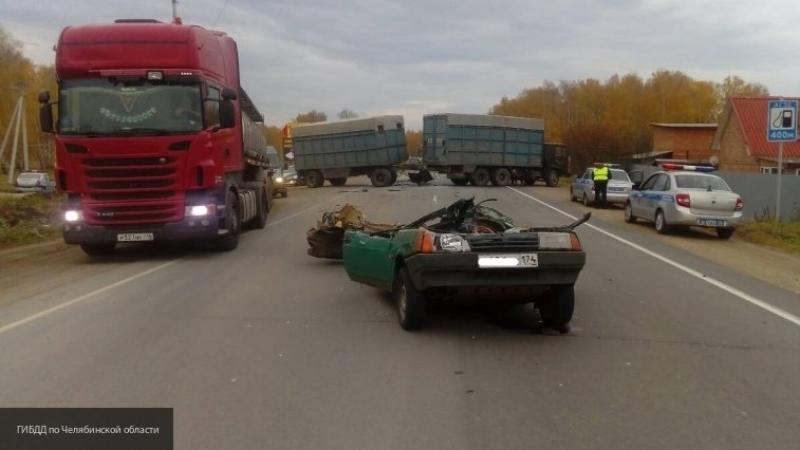 Грузовик с прицепом раздавил легковушку под Челябинском: водитель легковой машины погиб
