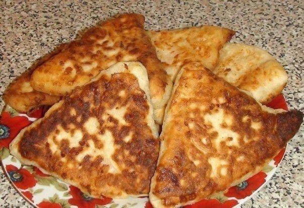 Быстрые сырные лепёшки с ветчиной. Натерла, смешала и уже готовлю