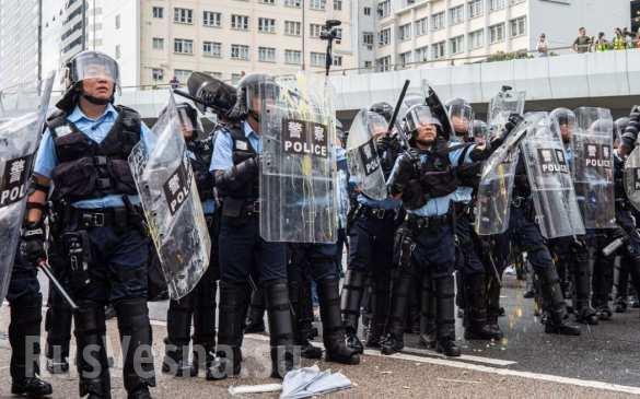 МОЛНИЯ: майдан в Китае — демонстранты штурмуют здание Законодательного Совета в Гонконге (ФОТО, ВИДЕО) | Русская весна
