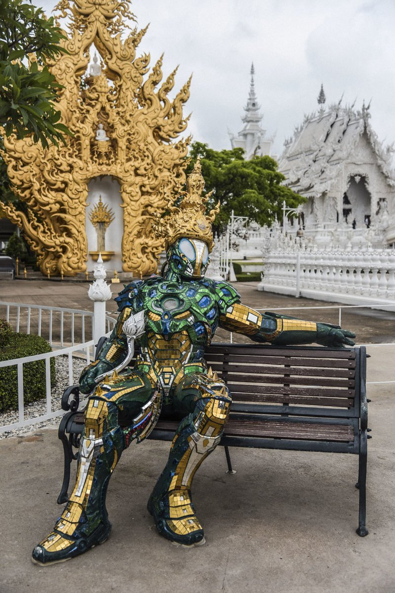 Внутри комплекса немало элементов современной культуры, переплетающихся с традиционными буддийскими образами архитектура, буддизм, достопримечательность, путешествие, таиланд, фотомир, храм