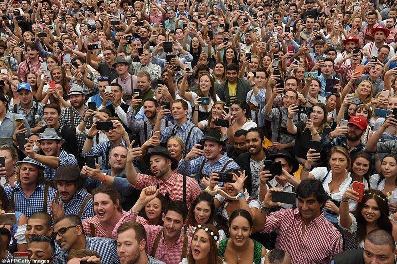 Посмотрите на эти счастливые лица ynews, бавария, гуляния, мюнхен, октоберфест, октоберфест 2018, пивной фестиваль, пиво