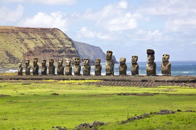 Древние статуи с острова Пасхи могут затонуть