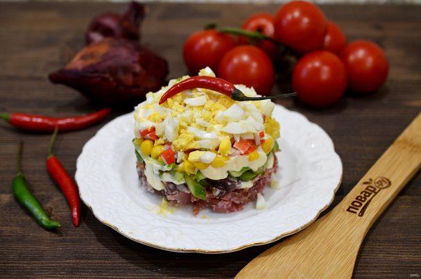 Слоеный салат с кукурузой