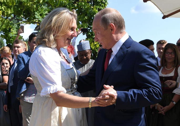 СМИ: Свадьба главы МИД Австрии была ненадолго отложена