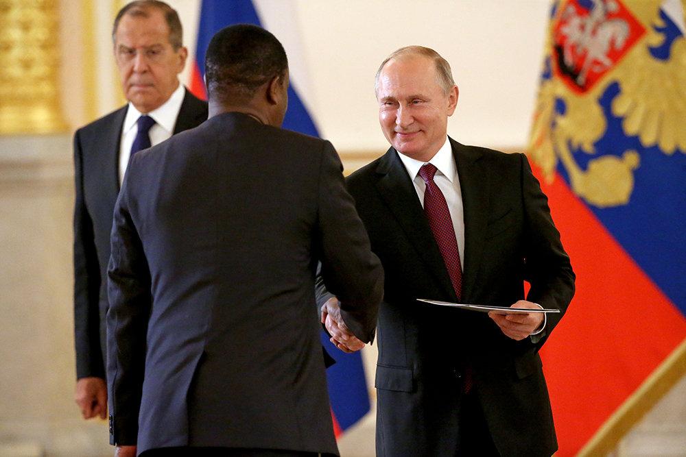 Путин выступил против диктата силы в международных отношениях