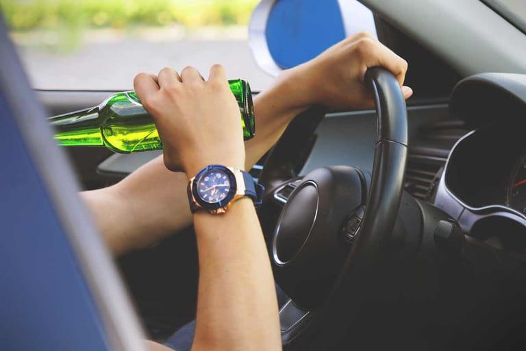 Можно ли выпивать за рулем вне дорог общего пользования