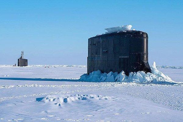 Гордость ВМС США застряла во…