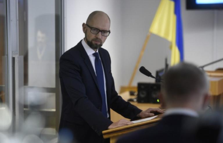 """Против Турчинова и Яценюка в украинском суде вывалят """"чемоданы компромата"""""""