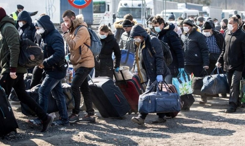 Огромный риск и унизительно маленькая зарплата – украинские врачи бегут от коронавируса