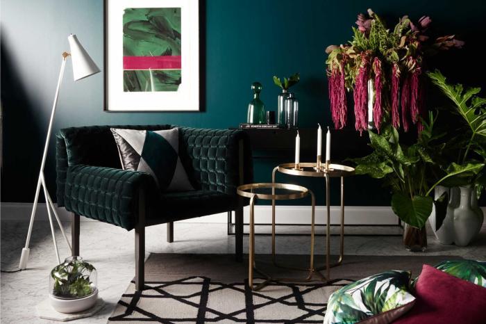 Сочетание мебели и стены – идеальный вариант для зоны отдыха.