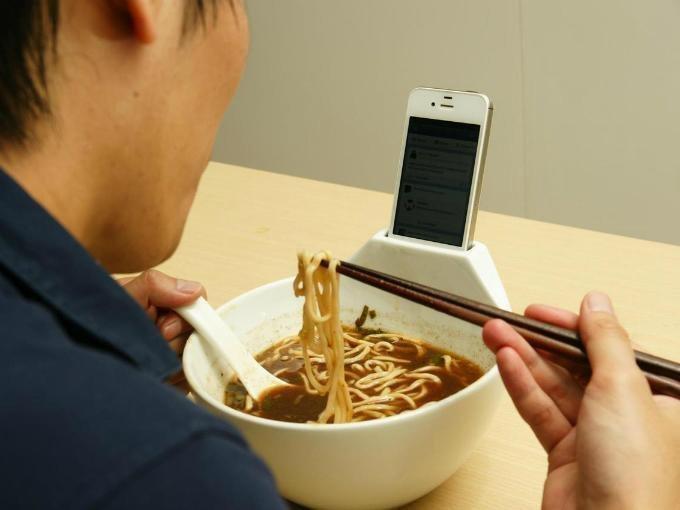 7. Для тех, кто не может оторваться от смартфона гениальные вещи, дизайн, идеи, интересно, просто и гениально, фото