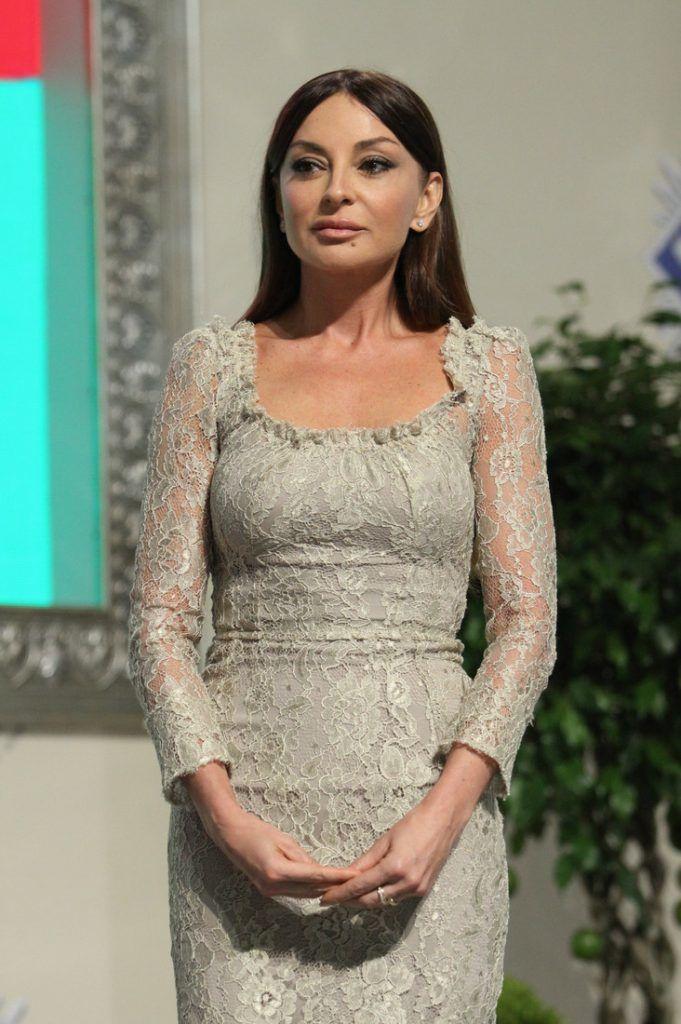 Она великолепна – первая леди Азербайджана красотой и стилем превзошла Меланию Трамп