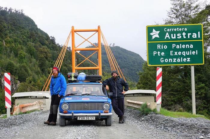"""Два чеха совершили кругосветное путешествие на 42-летней """"копейке"""""""
