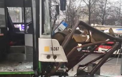 СКР возбудил дело по факту наезда автобуса на остановку в Москве