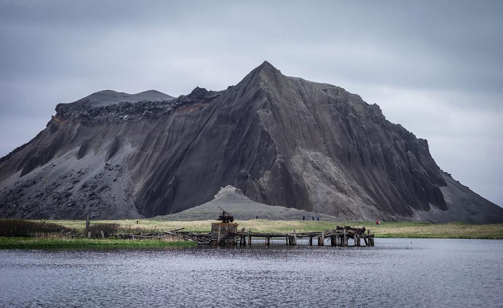 Заброшенный док на Курильских островах