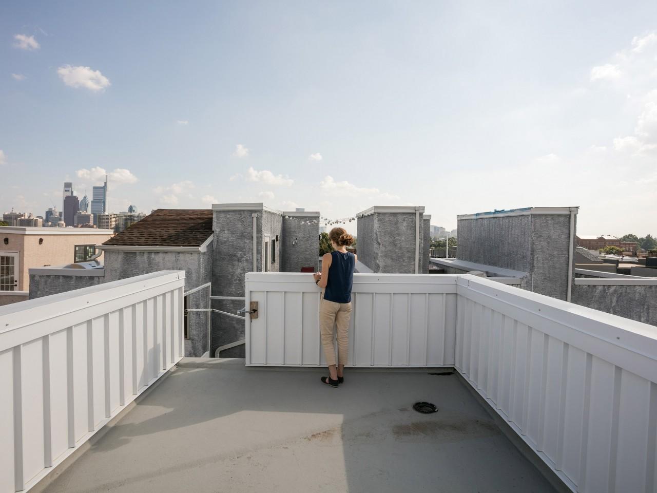 Личный небоскреб: мужик построил комфортный дом на паре квадратных метров
