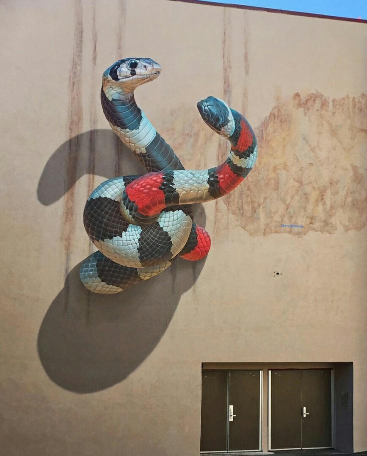 Клубок на стене