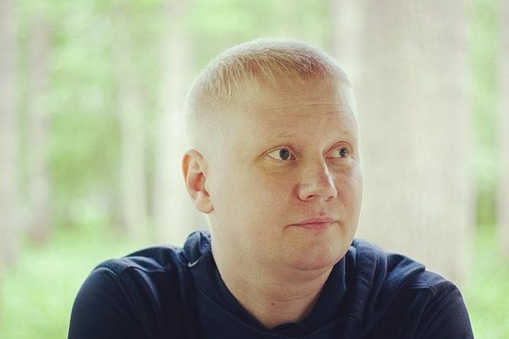 Строитель из Екатеринбурга помогает ветеранам и инвалидам. И, чтобы продолжать свое дело, бесплатно отдает машину
