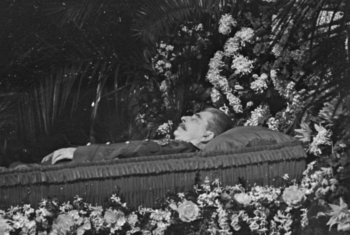 В Сети продают пропуск на похороны Сталина