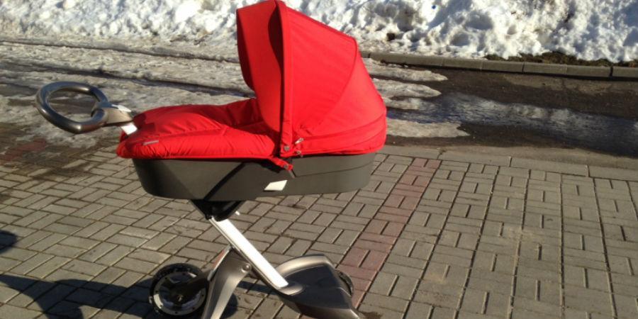 Жительница Челнов пожаловалась на платную парковку колясок в детской поликлинике