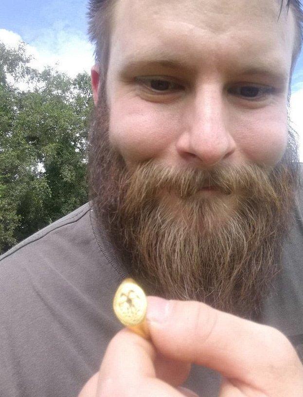 Любитель-кладоискатель откопал кольцо за $15 000 Елизавета I, исторический артеакт, клад, клдадоискатель, кольцо, находка, неожиданно, удача