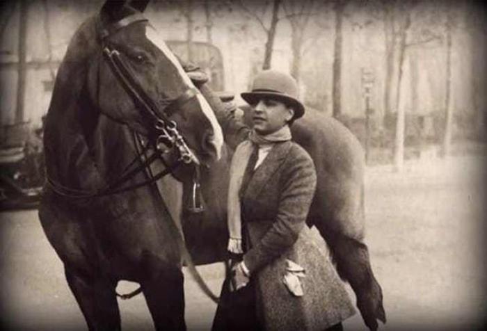 Маргерит очень любила лошадей.