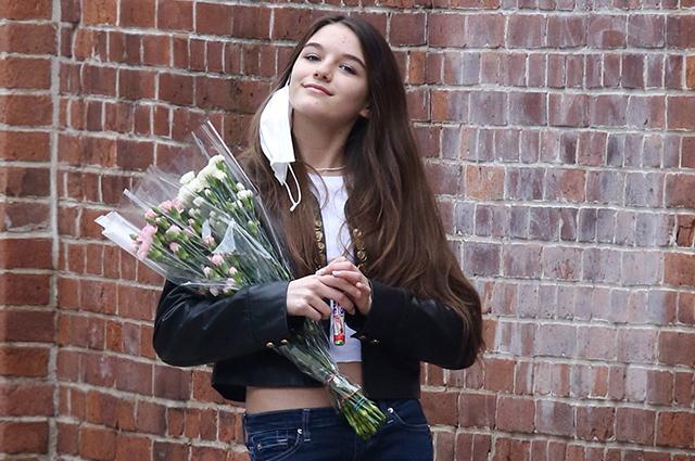Цветы, прогулки с друзьями и поздравления от мамы: Сури Круз отметила 15-летие