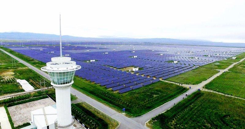 В 2013 году на строительство парка было потрачено 6 млрд юаней (свыше 900 млн долларов) Цинхай, китай, мир, солнечная батарея, солнечная ферма, солнце, электроэнергия