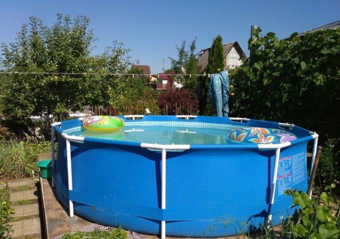 И бассейн тоже здесь.