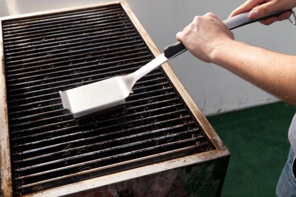 Щетка для чистки гриля опасна для здоровья
