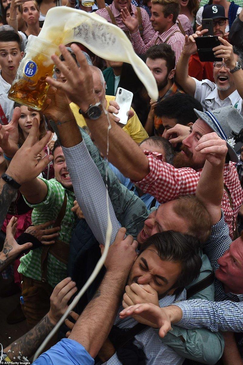 Всех мучает жажда! ynews, бавария, гуляния, мюнхен, октоберфест, октоберфест 2018, пивной фестиваль, пиво