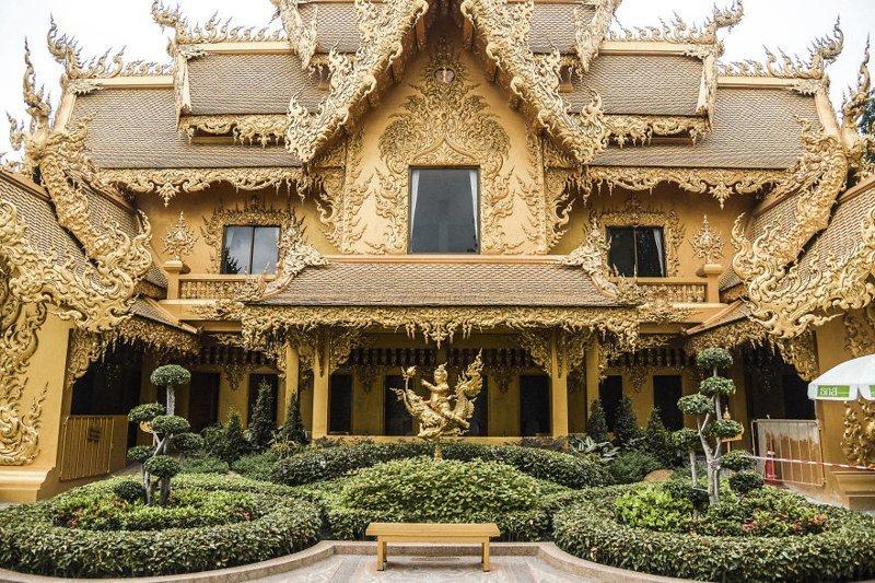 А это туалет Белого храма архитектура, буддизм, достопримечательность, путешествие, таиланд, фотомир, храм
